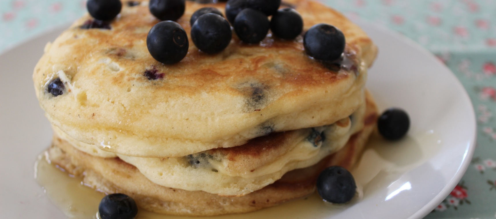 Blueberry Buttermilk Pancakes – The 4 Blades