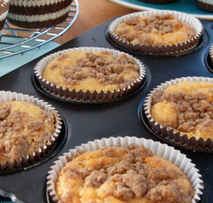 Mini Peach Crumble Cakes