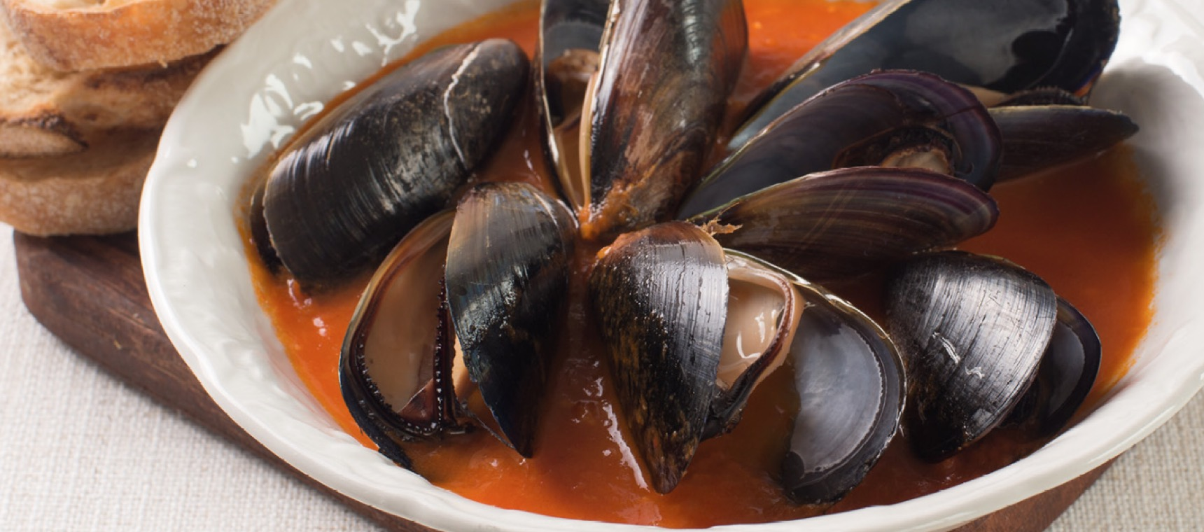 Steamed Mussels with Garlic Tomato Sauce